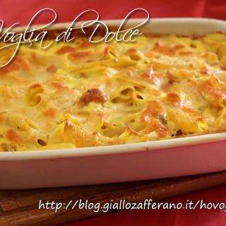 Pasta al forno con besciamella, salsiccia e zafferano, ricetta gustosa