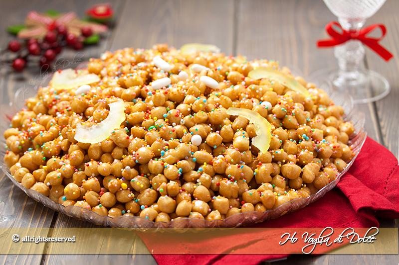 struffoli-napoletani-ricetta-tradizionale-napoletana