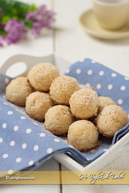 biscotti-al-cocco-con-solo-albumi-ricetta-facile-e-veloce