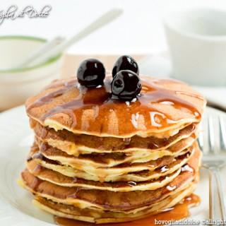 Pancakes alla ricotta con sciroppo d'acero