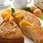 Torta soffice di albicocche fresche