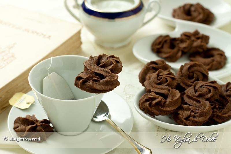 Biscotti di frolla montata al cacao, ricetta assabesi | Ho Voglia di Dolce