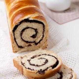 Pan brioche arrotolato al cioccolato (Chocolate swirl brioche)