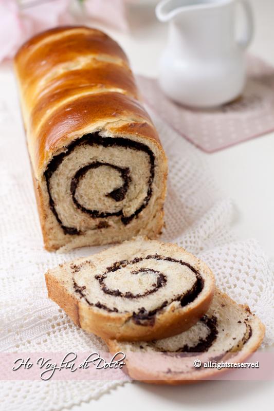 Pan brioche arrotolato al cioccolato