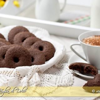 Biscotti al cacao con panna