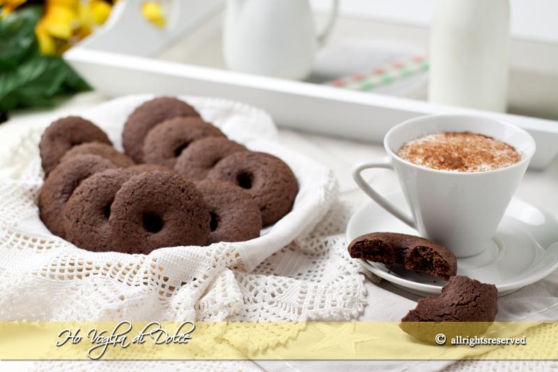Biscotti al cacao e panna,