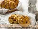 Girelle crema e uvetta, ricetta facile | Ho Voglia di Dolce