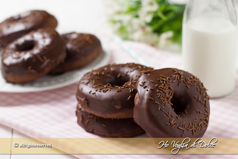 Donuts al cioccolato ciambelle soffici