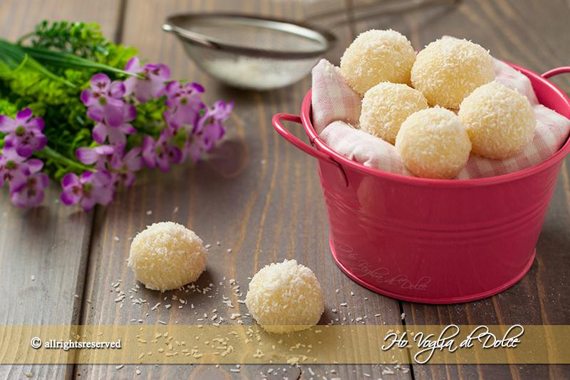 Dolcetti al cocco senza forno (Beijinho de cocco)