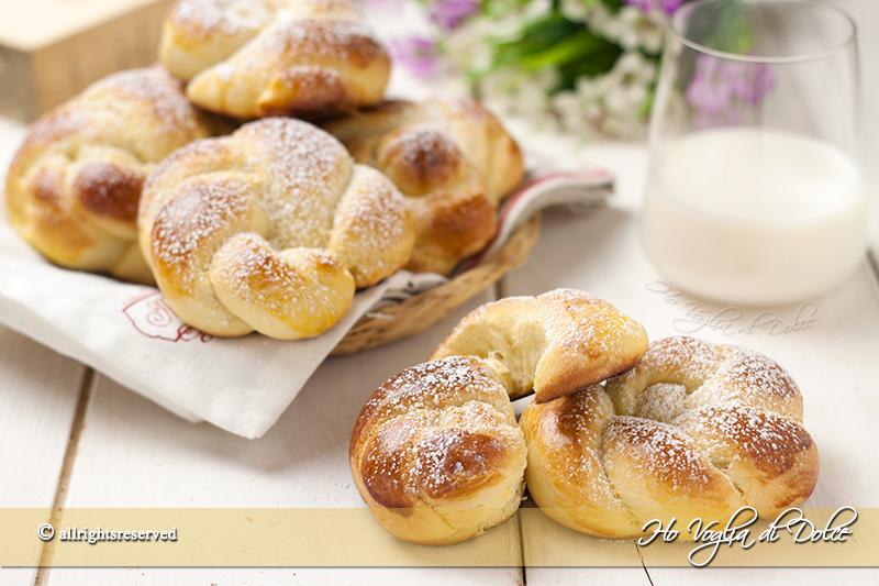 Brioches alla panna sofficissime ho voglia di dolce - Differenza panna da cucina e panna fresca ...