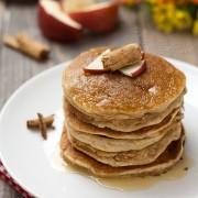 Pancakes alle mele e cannella