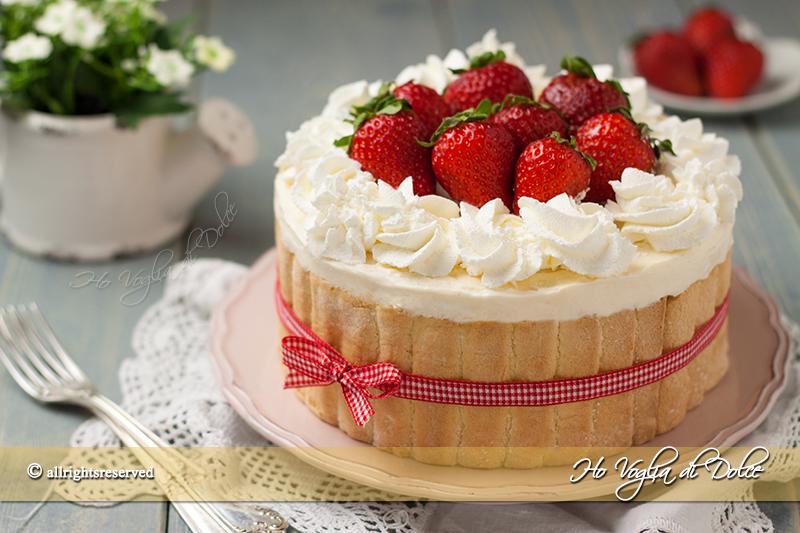 Torta-Charlotte-alle-fragole-e-crema-chantilly-ricetta