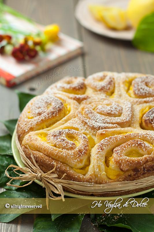 Torta-di-rose-alla-crema-di-limone-ricetta