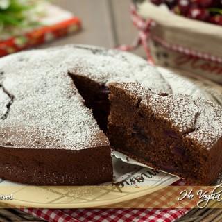 Torta di ciliegie e cioccolato soffice