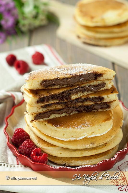 Pancakes-ripieni-alla-Nutella-dal-cuore-morbido-ricetta-golosa