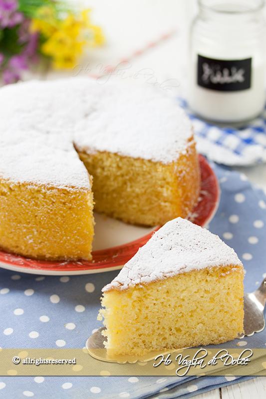 Torta-al-latte-caldo-ricetta-facile-e-morbidissima