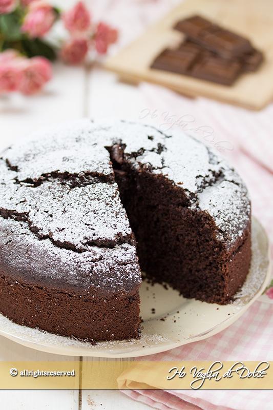 Torta all'acqua al cioccolato ricetta senza latte e burro facile e veloce