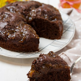 Torta al cioccolato e confettura di albicocche