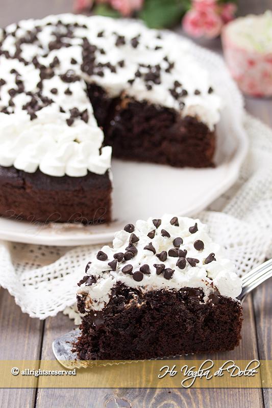 Poke cake al cioccolato ricetta facile e veloce