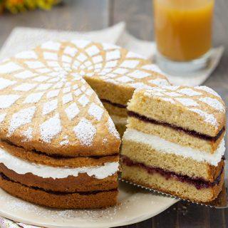 torta con crema allo yogurt e marmellata ricetta
