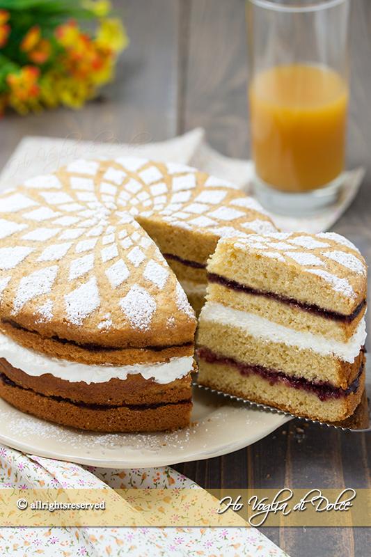 torta-con-crema-allo-yogurt-e-marmellata