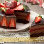 Torta mousse al cioccolato e fragole ricetta | Ho Voglia di Dolce