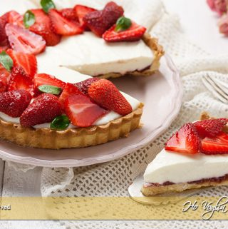 Crostata di fragole e crema allo yogurt