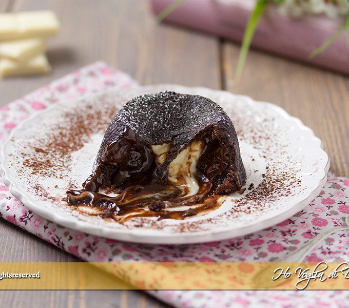Tortino al cioccolato con cuore morbido bianco ricetta | Ho Voglia di Dolce