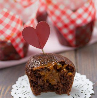 Muffin al cacao con cuore di marmellata