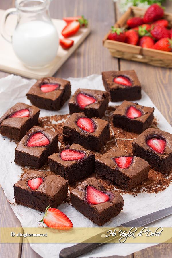 Brownies alle fragole velocissimi ricetta | Ho Voglia di Dolce