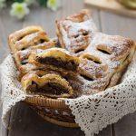 Fagottini di pere e cioccolato con pasta sfoglia ricetta | Ho Voglia di Dolce