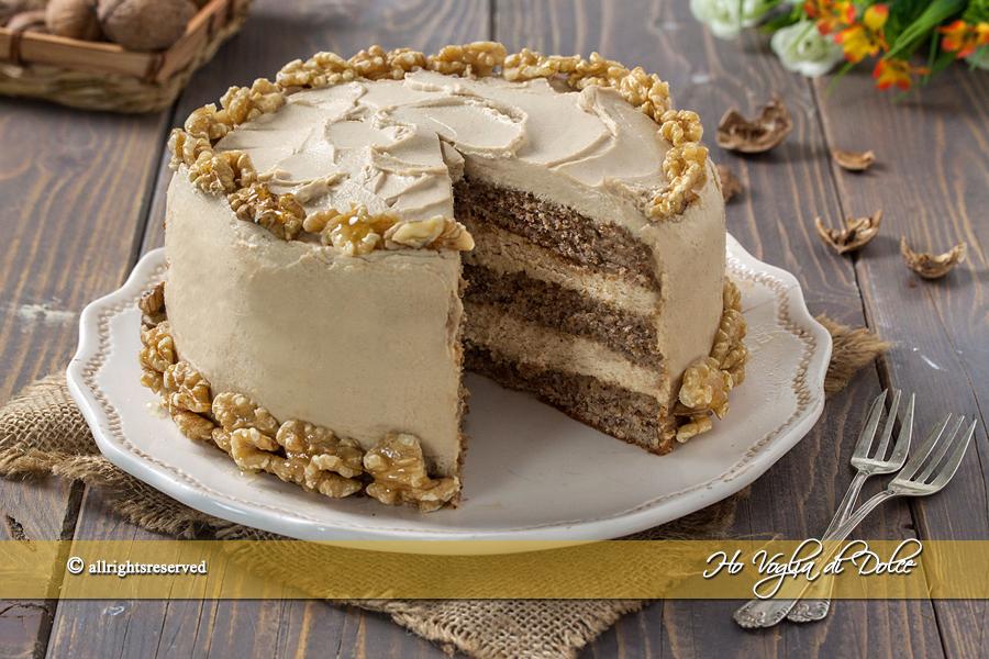 Torta di noci con crema al mascarpone e caffè ricetta | Ho Voglia di Dolce