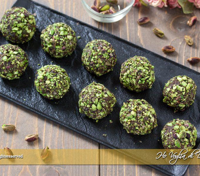 Tartufini al pistacchio e cacao pronti in 5 minuti ricetta | Ho Voglia di Dolce