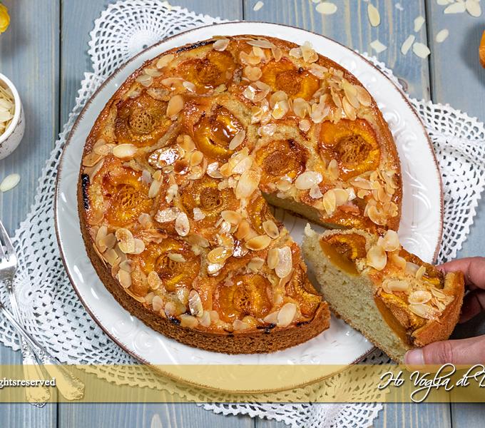 Torta di albicocche e mandorle soffice ricetta | Ho Voglia di Dolce