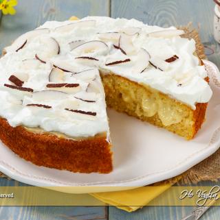 Poke cake al cocco e crema al limone