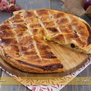 Torta sfogliata alle mele, crema e amarene